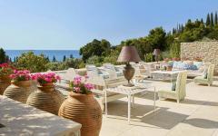 terrasse piscine villa de luxe rustique rétro