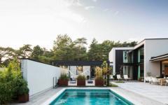 belle piscine extérieure maison familiale