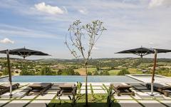 modèle piscine extérieure de luxe maison moderne d'architecte