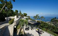 Villa en pente prestige luxe vacances sud de la france