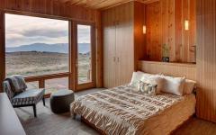 chambre toute en bois massif avec vue