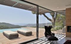 vue sur piscine extérieur de luxe villa de plain-pied moderne