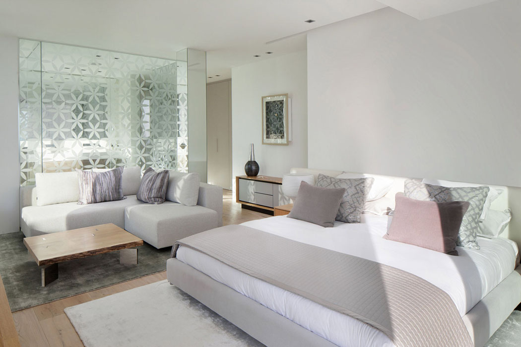 magnifique r sidence de standing dans les hauteurs d ibiza par saota vivons maison. Black Bedroom Furniture Sets. Home Design Ideas