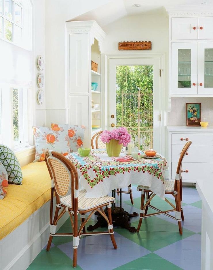 Maison de vacances 224 la d233co int233rieure 233clectique  : table mobilier annees 50 retro from www.vivons-maison.com size 740 x 936 jpeg 434kB