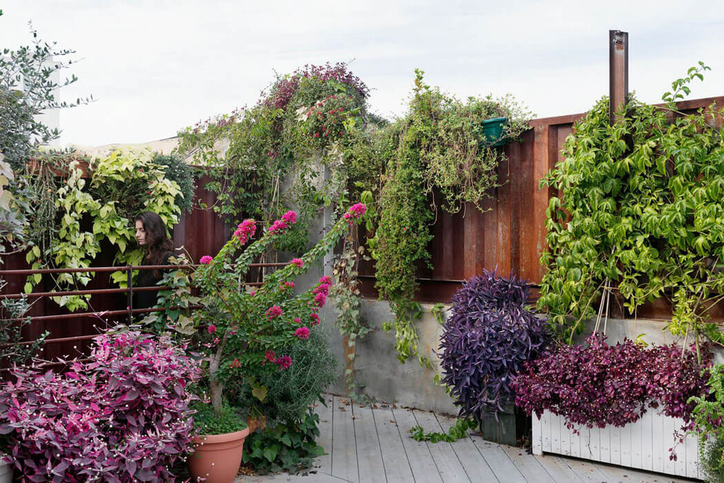 Un joli appartement moderne pour une famille de quatre for Cuisine qui donne sur le jardin