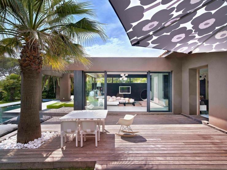 Splendide villa de r ve sur la c te d azur vivons maison for Photo de terrasse moderne