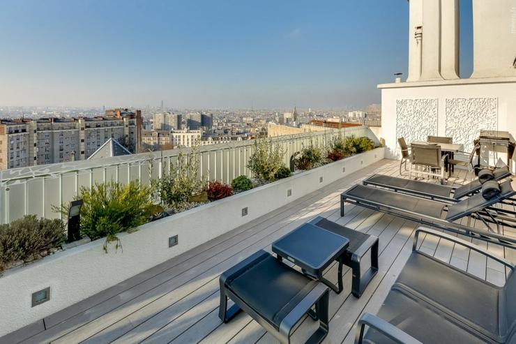 appartement de luxe avec une vue imprenable sur paris vivons maison. Black Bedroom Furniture Sets. Home Design Ideas