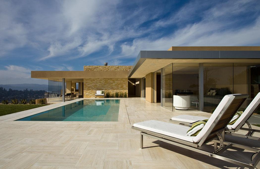 Maison luxe plain pied for Maison moderne de luxe avec piscine