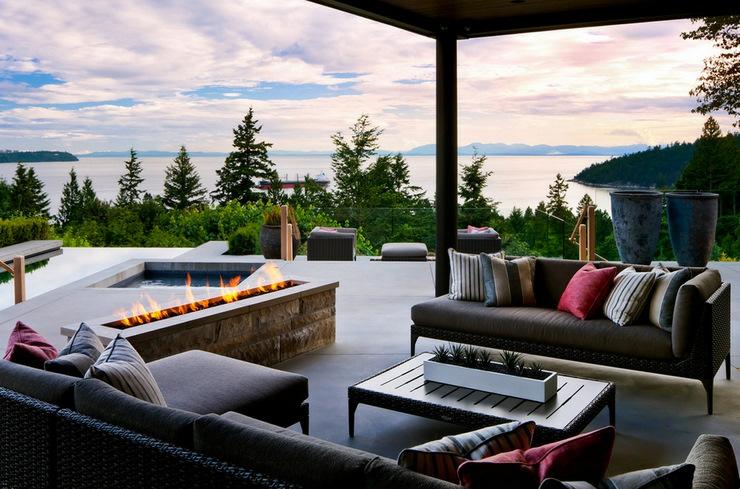 La terrasse couverte avec vue panoramique sur la mer