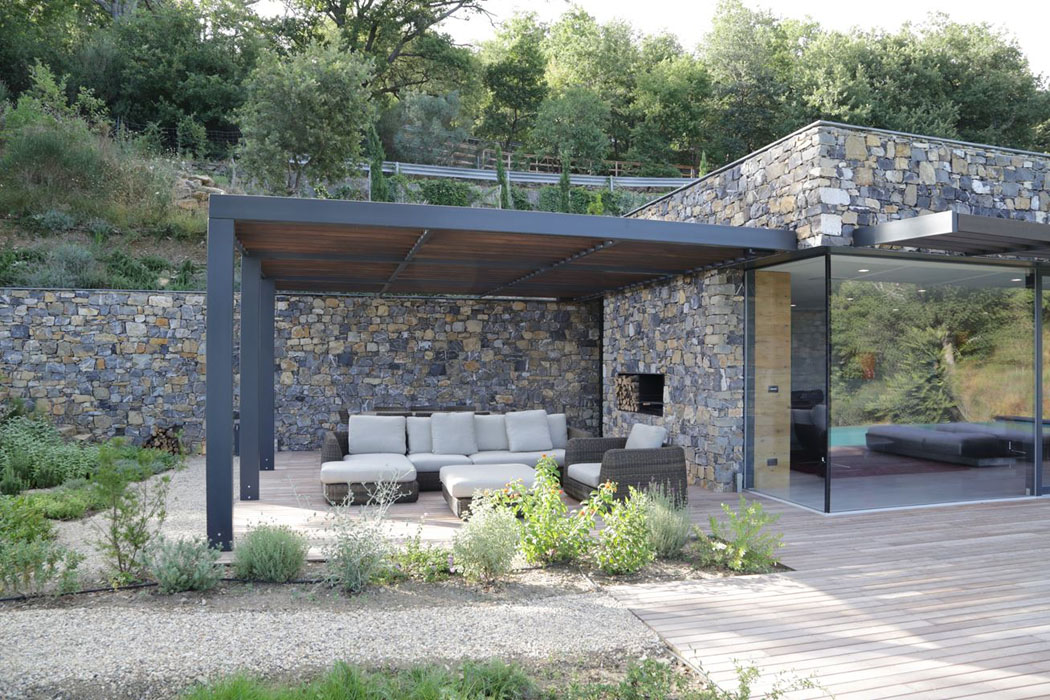 magnifique villa moderne de plain pied situ e sur les. Black Bedroom Furniture Sets. Home Design Ideas