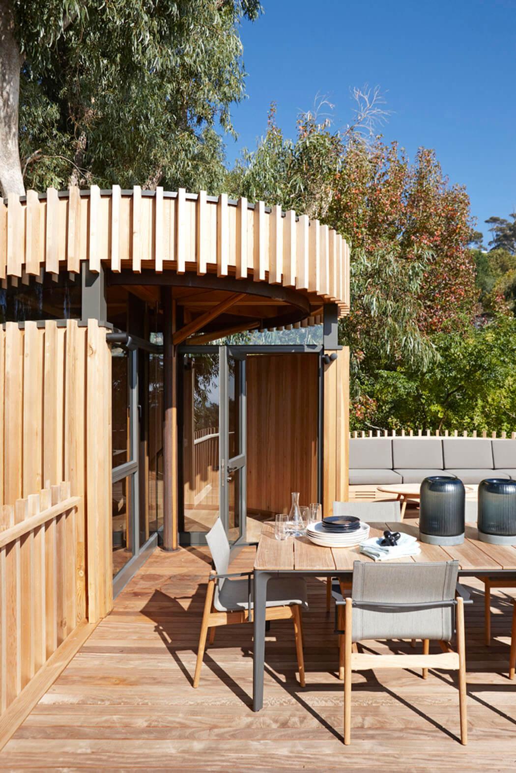 Maison originale inspir e par la cabane dans les arbres for Architecture originale maison