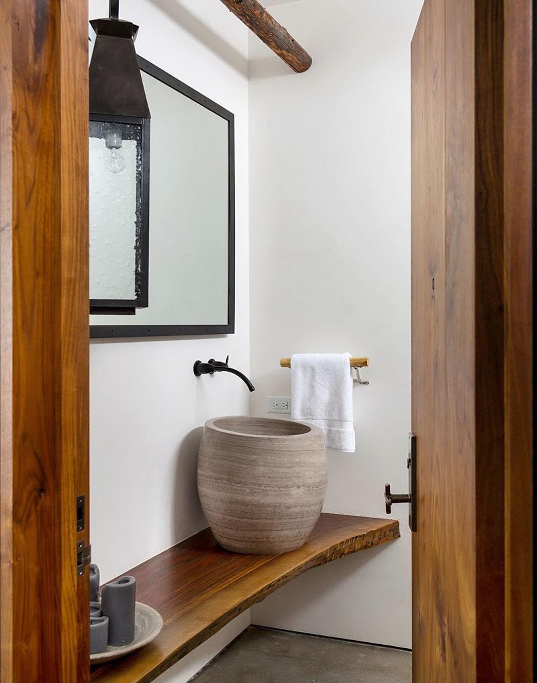 Une maison rustique modernis e dans l esprit clectique for Toilettes design maison