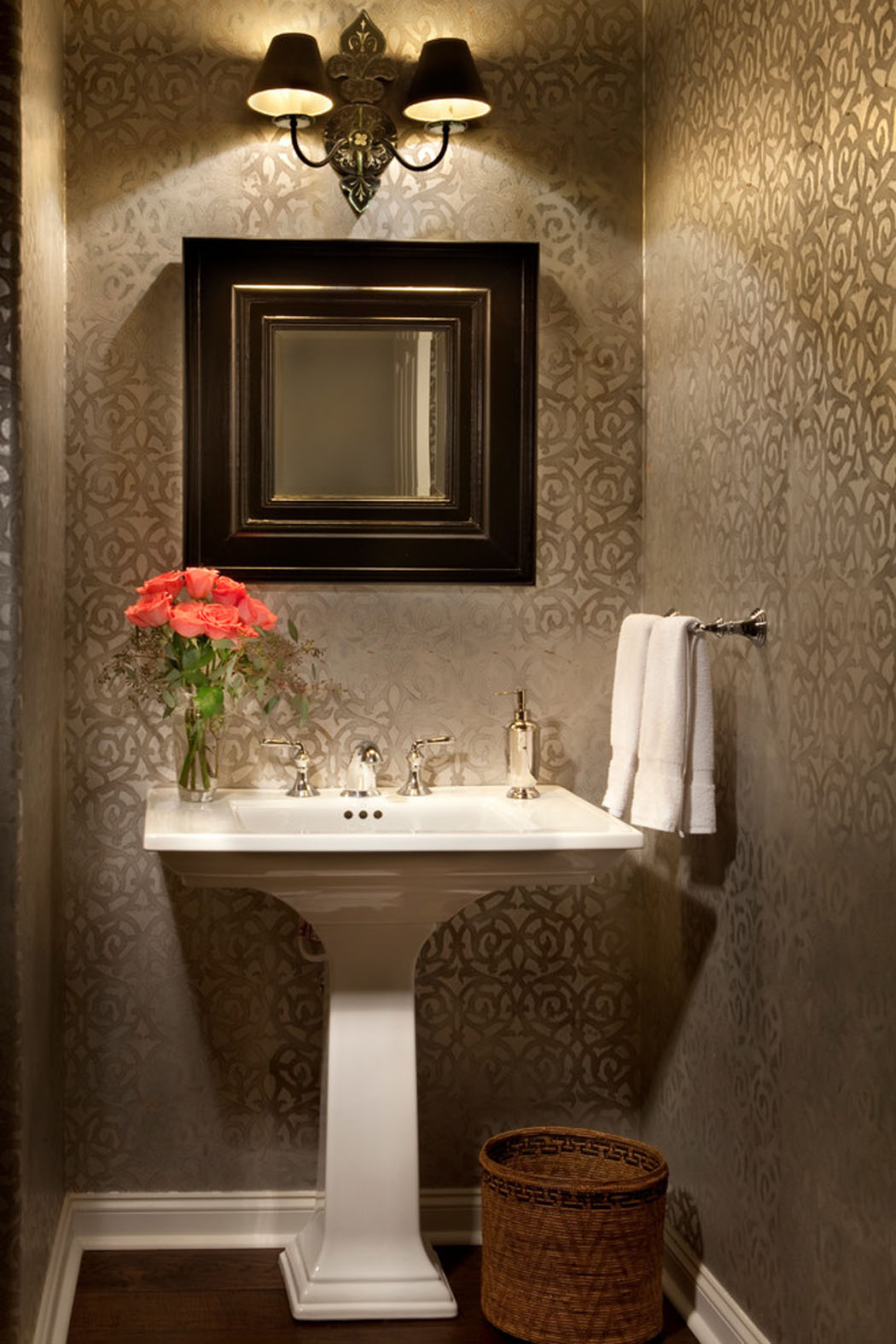 Magnifique maison r nov e los angeles au charme for Decoration des toilettes design