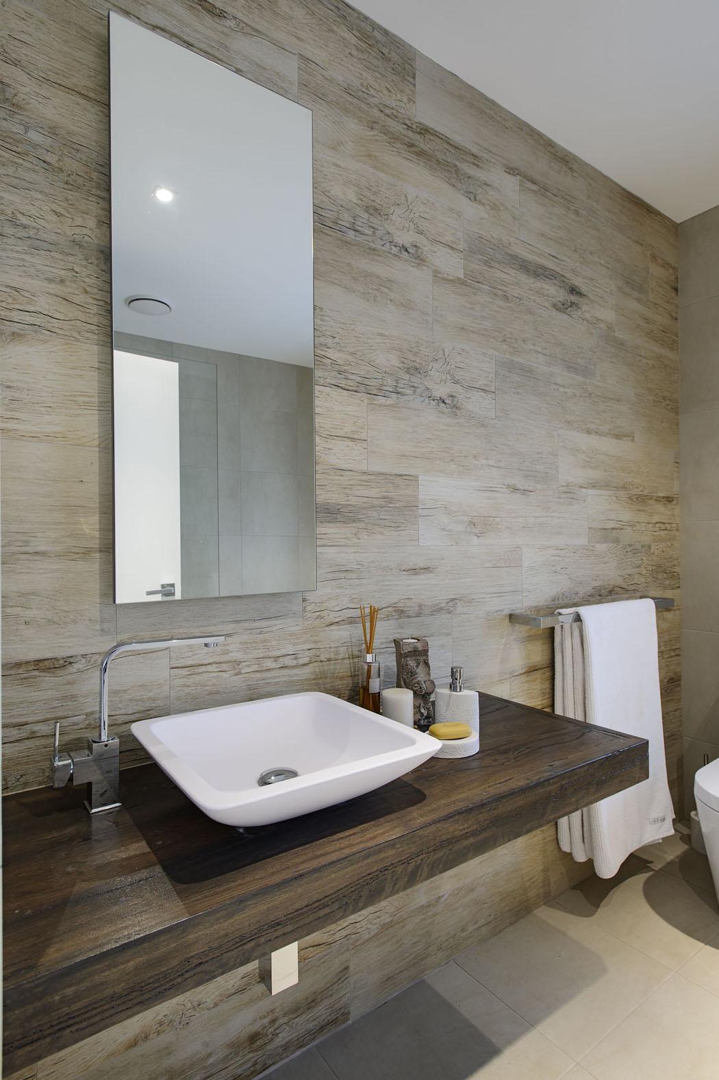 Belle maison design moderne mi chemin entre la ville et la c te australienn - Toilettes design maison ...