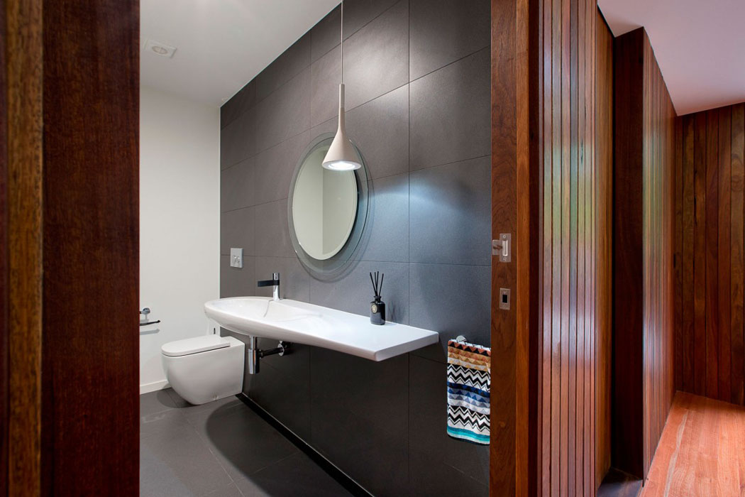 Toilettes design de cette maison contemporaine