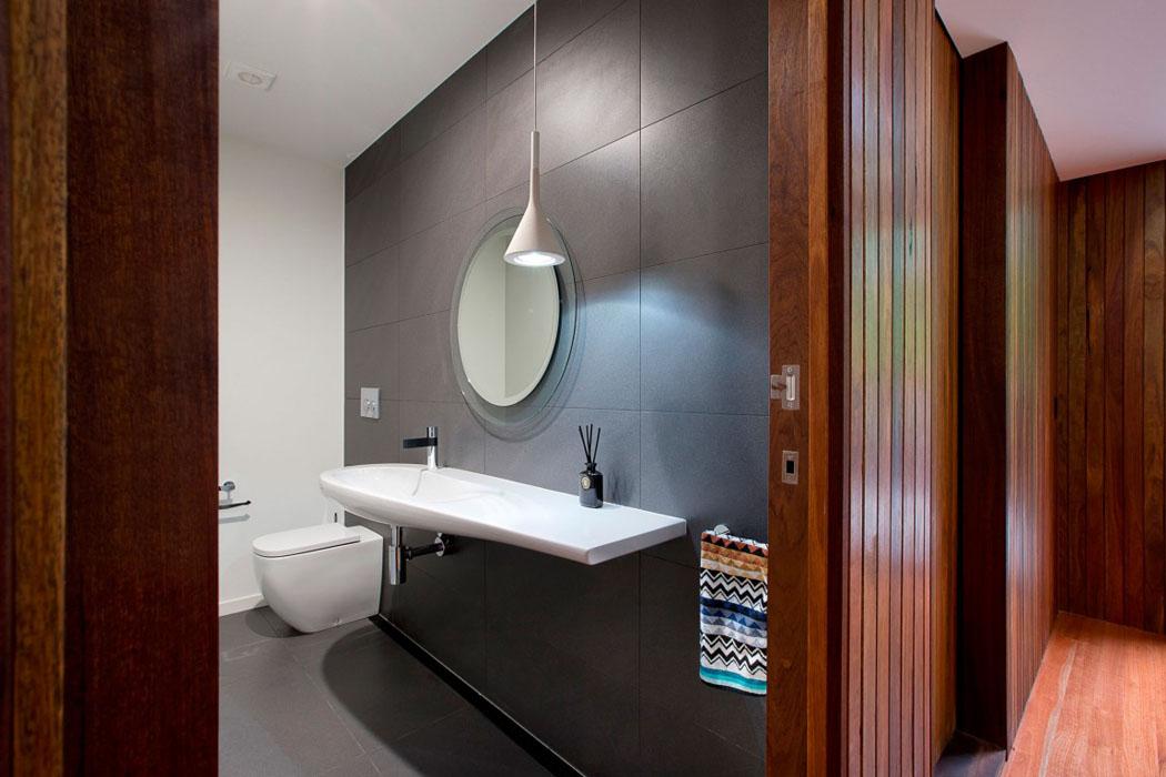 Jolie maison r nov e avec belle vue sur la ville for Toilettes design maison