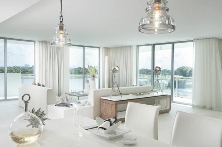 Interieur De Maison Tout Blanc