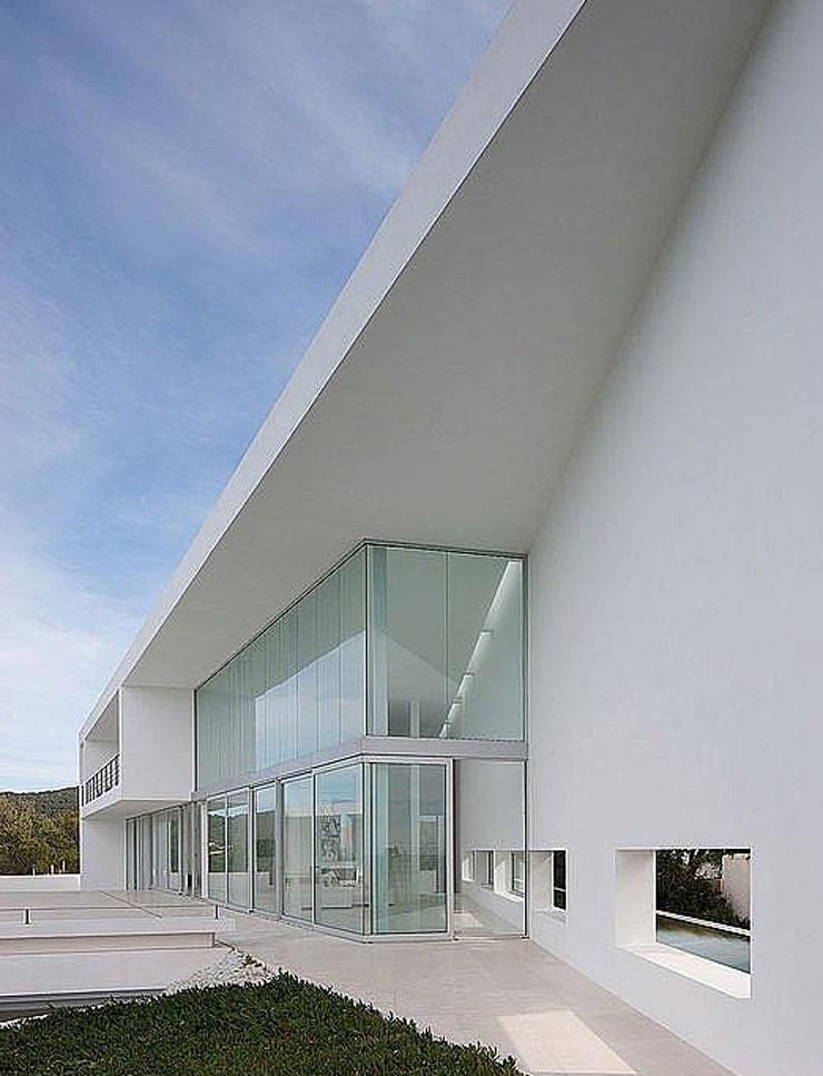 Villa de luxe infinity la beaut en blanc immacul for Model de villa de luxe