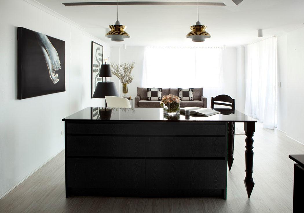 bel appartement design brisbane la d co l gante en noir blanc vivons maison. Black Bedroom Furniture Sets. Home Design Ideas